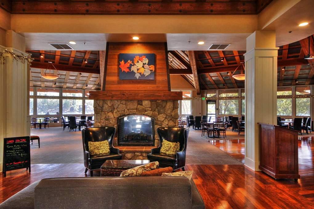 Club-House-Foyer